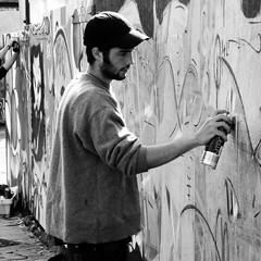 O liva panello e Roazhon (Rhisiart Hincks) Tags: city blackandwhite man square graffiti mural brittany working handsome bretagne breizh cap rennes spraying dinas llydaw roazhon brav duagwyn dyn gweithio murlun gwennhadu capan sgwr kr karrez paotr chwistrellu kasketenn livadurvoger flistraliv golygus olabourat