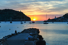 Sun-kissed (reflexer) Tags: sunset sea sky sun water port boats spain meer europa europe mediterranean sonnenuntergang nightshot natur himmel boote hafen mallorca sonne spanien mediterraneansea nachtaufnahme partlycloudy portdesoller mittelmeer serradetramuntana
