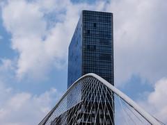 Grattacielo e ponte (Lella '54) Tags: bilbao ponte grattacielo paesibaschi