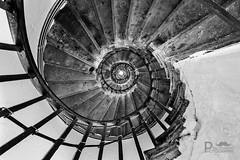 Spiralling Stairs (Pixi.St) Tags: london england vereinigtesknigreich gb themonument stairs teppen wendeltreppe spirallingstairs blackwhite schwarzweis bw
