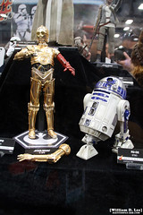 IMG_6665 (willdleeesq) Tags: comiccon comiccon2016 sdcc sdcc2016 sandiegocomiccon sandiegocomiccon2016 sandiegoconventioncenter actionfigures toys hottoys starwars theforceawakens c3po r2d2