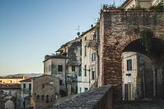 (Alice Barigelli) Tags: jesi italy italia oldtowncentre centrostorico oldbuildings case houses arco arch mura citywalls