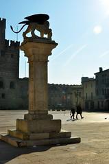 Marostica (SuniBu) Tags: leone castello statua marostica colonna piazzacastello veneto scacchi leonedisanmarco castelloinferiore piazzadegliscacchi