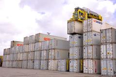 Reefer cargo (larry_antwerp) Tags: haven port belgium container antwerp reefer msc terex straddlecarrier delwaidedok mediterraneanshipping mpet delwaide noll sc644e