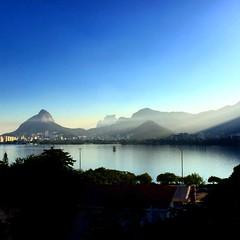 Entardecer / Evening (Pablo Grilo) Tags: zonasul zonasulrio zonasulrj montanhas mountains pordosol sunset entardecer evening lagoarodrigodefreitas lagoa riodejaneiro iphone6