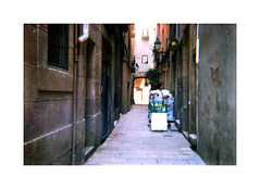 The Dealer (Salva G.) Tags: lomography konstruktor color film 400 asa 35 35mm pel·licula pelicula analog analogue analogic street streetphotography barcelona streetlife shadows born lofi people