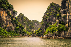 The Elegant Nature (Chula Amorn) Tags: ninhbinh vietnam mountain river asia landscape canon 80d nature green yellow eos80d