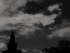 Le temple.. (alainpere407) Tags: alainpere triptolaos laos temple boudhisme vientiane ciel sky blackdiamond