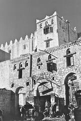 Jiblah - (Micheline Canal) Tags: arabie architecture village villageois yemen maison villagemontagnenoiretblanc