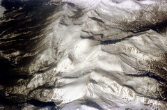 33-660 (ndpa / s. lundeen, archivist) Tags: nick dewolf nickdewolf 33 reel33 color photographbynickdewolf 1970s 1972 fall film 35mm winter 1973 fromtheairplanewindow aerial fromtheair mountains mountainous landscape unidentified locationunidentified snow snowy