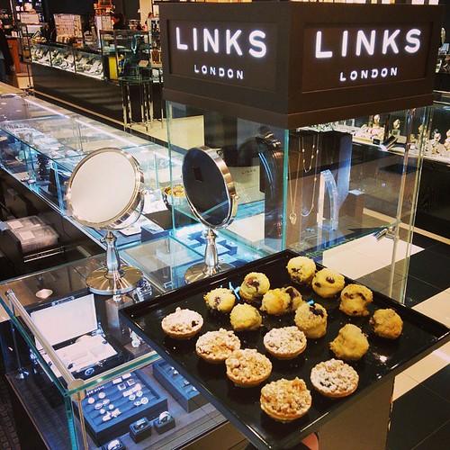 #linksoflondon #Bloomingdales #promotion #event #HuntingtonMall #sconesandtarts #nomnom #promo #bloomies #finejewelry #modelservers