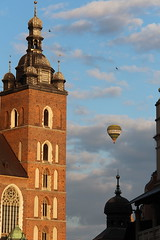 Krakow, hot air balloon. (konstantynowicz) Tags: balloon poland krakow hotairballoon cracow stmarysbasillica