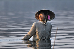 0186 Mandalay - Amarapura - Pont U Bein - Taung Tha Man Lake (Docaron) Tags: myanmar burmese mandalay amarapura pêche birmanie taungthamanlake birmane dominiquecaron