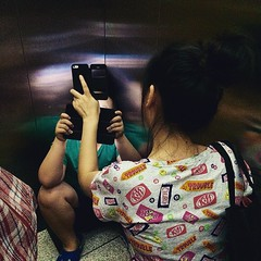 El uso desmesurado del #smartphone #tablet pueden  dejar secuelas  #adicion.  Desde  #simbiosctv rogamos que se haga un uso adecuado del mismo y mxime si estamos hablando de nios que estn en desarrollo by #simbiosc . (simbiosc) Tags: kids square nios smartphone squareformat tablet crema takecare precaucion adiccion iphoneography instagramapp uploaded:by=instagram