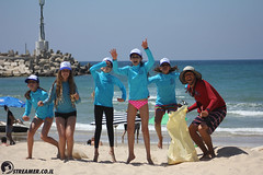 IMG_8816 (Streamer -  ) Tags: ocean sea people green beach nature students ecology up israel movement garbage sunday north group young cleanup clean teen shore bags  nonprofit streamer  initiative enviornment    ashkelon          ashqelon   volonteers      hofit