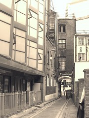 Gunthorpe Street (Avvie_) Tags: london jack the ripper gunthorpe street 1888 martha tabram whitechapel spitalfields aldgate white heart pub victorian era edwardian synagogue sandys row commercial flower dean walk artillery passage