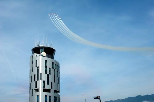 Tower mit der Staffel Patrulla Aguila im Hintergrund (IMG9661)