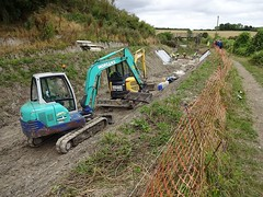 Restoring the Wendover Arm, Grand Junction Canal (Snapshooter46) Tags: canalrestoration wendoverarm grandjunctioncanal grandunioncanal wendoverarmtrust canalrivertrust miswell hertfordshire workingparty civilengineering digger caterpillar bentomatsheeting