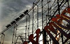 ..... (Francesc Candel) Tags: recreationalpark atracciones diversin velocidad fun speed