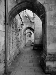 Archway (*M.*) Tags: uk england white black architecture cathedral hampshire architektur archway winchester schwarz winchestercathedral weis bogengang schwarzweis