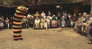 Presentando en Un Hogar para adultos mayores
