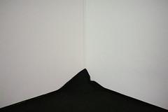 . Des beaux, des crus, des nus. (Lu me) Tags: life light abstract lines wall corner carpet construction grain blac mur deconstruction whitewall lignes carpe apis minimaliste blackcarpet blackwhie archiecure