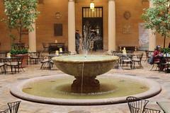 Fountain (laedri52) Tags: fountain kansascity kansas nelsonatkinsmuseumofart missouristate havuz eme