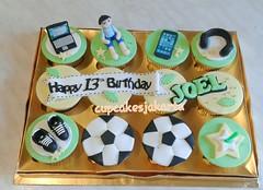 Cupcake Ulang Tahun Cowok Remaja - Jakarta (cupcakesjakarta) Tags: birthday laptop cupcake jakarta bola tahun ulang anak laki remaja cowok