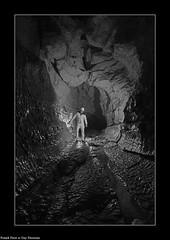 Guy dans la galerie d'entre de la  Vieille Folle - Variation Noir et blanc (francky25) Tags: guy dans la galerie dentre de vieille folle variation noir et blanc grotte gouffre franchecomt doubs deservillers