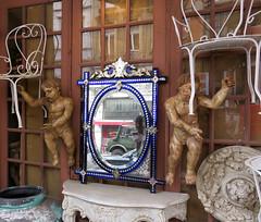 Stuhlengelchen (Peeping Thom) Tags: belgien belgium brssel bruxelles capital hauptstadt engel angel