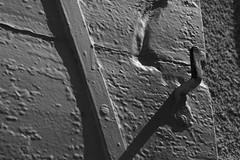 Couche aprs couche (Pi-F) Tags: fentre volet bois fer peinture texture france nb nbbwsw cahors lumire