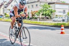 1. Tbinger City Triathlon - II (David Klumpp) Tags: tbingen deutschland drausen outdoor citytriathlon triathlon radsport fahrrad germany sportsphotography sportfotografie mitzieher wiese mittelstreifen helm rennrad bike nikon d600 50mm