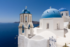 Blue Santorini (Jaf-Photo) Tags: santorini oia cyclades greece mediterranean holiday vacation travel sea island sky white blue sony ilca77m2 sigma 1224mm cross church gate