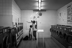 Temps suspendu (Julien Rode) Tags: city nb portfolio rue street toulon urban ville