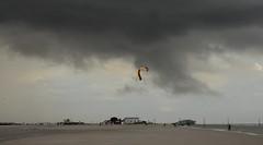 Regenneigung in St. Peter-Ording; Eiderstedt, Nordfriesland (12) (Chironius) Tags: eiderstedt nordfriesland schleswigholstein deutschland germany allemagne alemania germania    ogie pomie szlezwigholsztyn niemcy pomienie stpeterording nordsee meer see northsea mardelnorte maredelnord merdunord wolken clouds wolke nube nuvole sky nuage  himmel ciel cielo hemel  gkyz