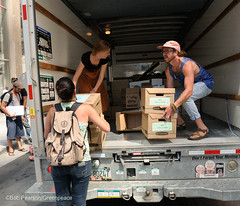 Emptying the Truck (Greenpeace USA 2016) Tags: colorado ban fracking petition truck delivery fossilfuel oil gas denver coalition