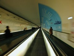 Hurry Up (Ms. Briongos) Tags: metro subway metropolitano paris francia frankreich frana france prisa prisas pressa presses hurry vanishing