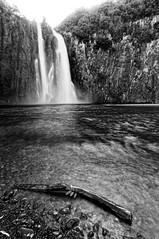 Cascade Niagara (warmith) Tags: bw fall reunion blackwhite noiretblanc pentax niagara nb cascade runion noirblanc larunion sigma1020mm k7 reunionisland warmith bourbonisland pentaxk7