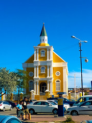 Willemstad - Curaao (Sandra Kche) Tags: blue sea praia beach church colors architecture mar amarelo curaao willemstad caribe