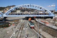 Un TC arancione in attesa di entrare (Maurizio Zanella on/off (vacation end!!!!)) Tags: italia trains genova railways fs trenitalia ferrovia sampierdarena treni e652146 tc55170