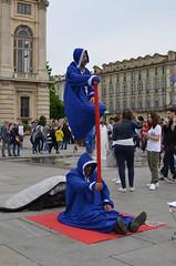 STREET ARTIST 1  HUMAN LEVITATION (Bruno Viganò) Tags: street city italy 35mm torino italia shot levitation human streetartist turin artistidistrada umana levitazione nikon5100
