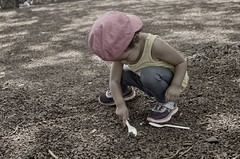 girl finds a use for a spoon (norlandcruz74) Tags: filam filipino pinoy people d5100 nikon norlandcruz