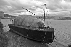 Abandoned 2 (Dave 'FBI' Gibbons) Tags: boat bridge barnstaple north devon west westcountry south england uk water river taw ship yacht sail sailing rust rusty decay oxidisation oxidization crusty salty