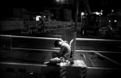 201607-01-M4BP-RPX400-NOCT-35LUX-17 copy (maddoc2003jp) Tags: leica bw film japan night rollei 35mm tokyo shibuya grain rangefinder rodinal summilux m4 2016 leitz blackpaint leicam4 r09 preasph messsucher rpx400 strassenfotos m4bp