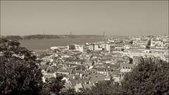 Vista de Lisboa, Portugal (Francisco Arago) Tags: portugal horizontal sepia landscape europa lisboa lisbon aerialview dia paisagem ponte fotografia ceu ponte25deabril horizonte fotografo telhados cristorei praadocomrcio riotejo vistadelisboa linhadohorizonte unioeuropia canon5dmkii franciscoarago capitaldeportugal canonlens1635mm foxdoriotejo vistaapartirdocastelodesaojorge