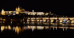 Prager Burg mit Karlsbrcke (Ernst_P.) Tags: nacht prag tschechien fluss moldau cze praha2novmsto