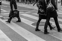 Les pitons de Lisbonne. (Bouhsina Photography) Tags: marche pas synchronisation lisboa portugal street rue bouhsina bouhsinaphotography pietons passage wolking working traveling marcher marcheurs noiretblanc bw black white blackandwhite