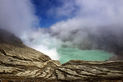 java - ijen (peo pea) Tags: java giava indonesia sky clouds nuvole lago lake crater cratere vulcano volcano surfur mine miners landscape alba sunrise beautiful reportage awesome amazing art travel viaggio leica leicaq panorama