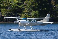 Cessna TU206F Turbo Stationair N7485Q (jbp274) Tags: greenville greenvilleseaplaneflyin flyin 52b airplanes seaplane floatplane lake water cessna c206 stationair mooseheadlake