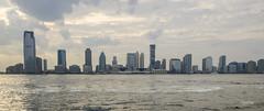 Jersey city vu de Manhattan (regis.muno) Tags: newyork manhattan nikond7000 usa jerseycity colgatetower